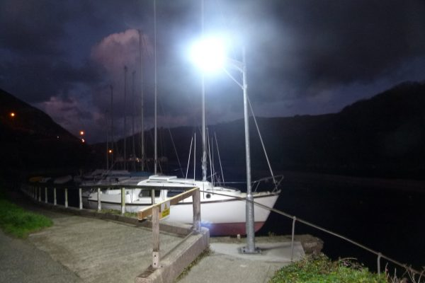 Solar powered street/walkway and area lighting systems